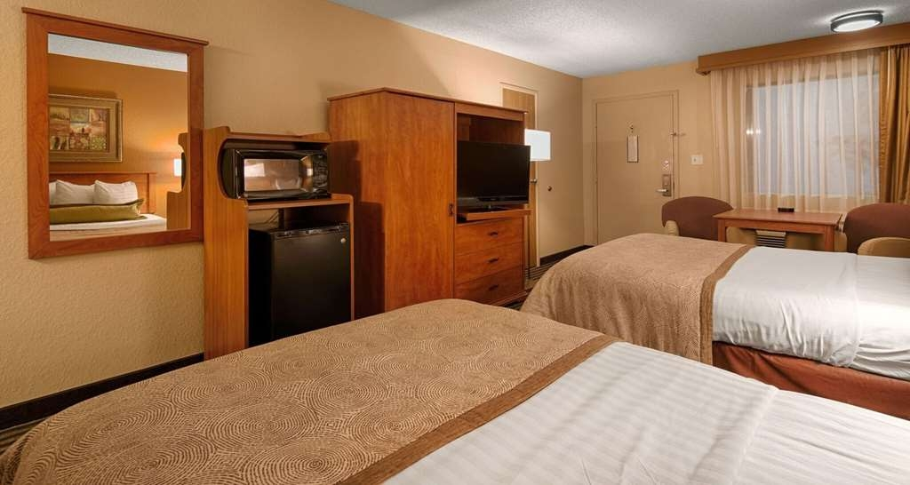 Best Western The Oasis at Joplin - Make yourself at home in our Two Queen Room