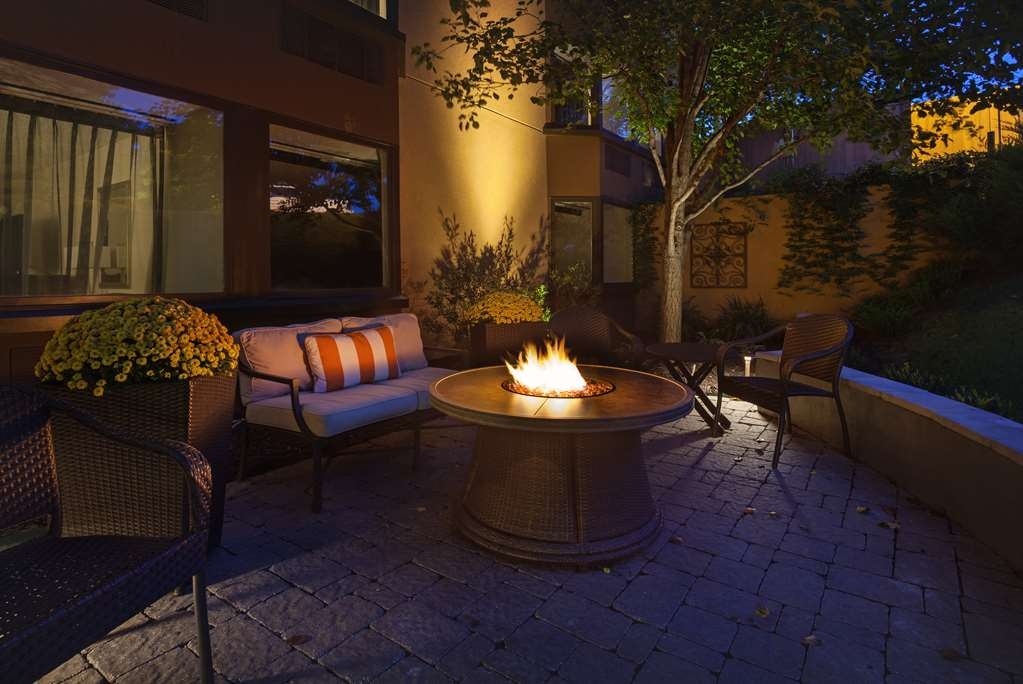 Best Western Plus Seville Plaza Hotel - Our fire pit will keep you warm all day or night.