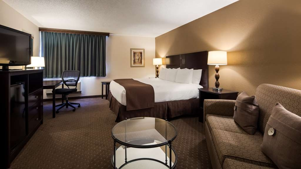 Best Western Plus Seville Plaza Hotel - Visiting Kansas City on business? Our Business Seville King is perfect for you! It features additional space a sofa bed and work space to suit your needs.