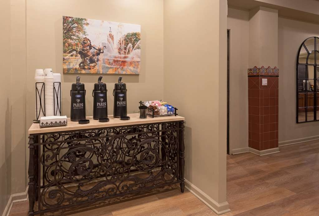 Best Western Plus Seville Plaza Hotel - Enjoy some complimentary coffee all day.