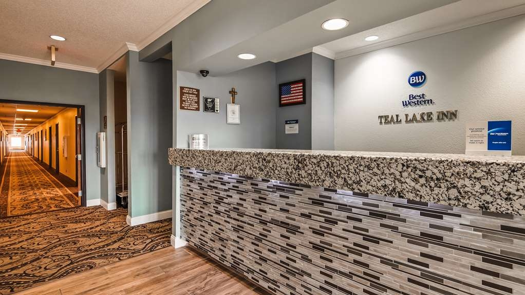 Best Western Teal Lake Inn - You'll be greeted by a smile when you arrive.