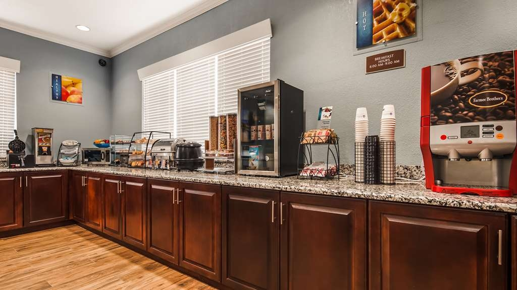 Best Western Teal Lake Inn - Start your day off right with a complimentary breakfast.