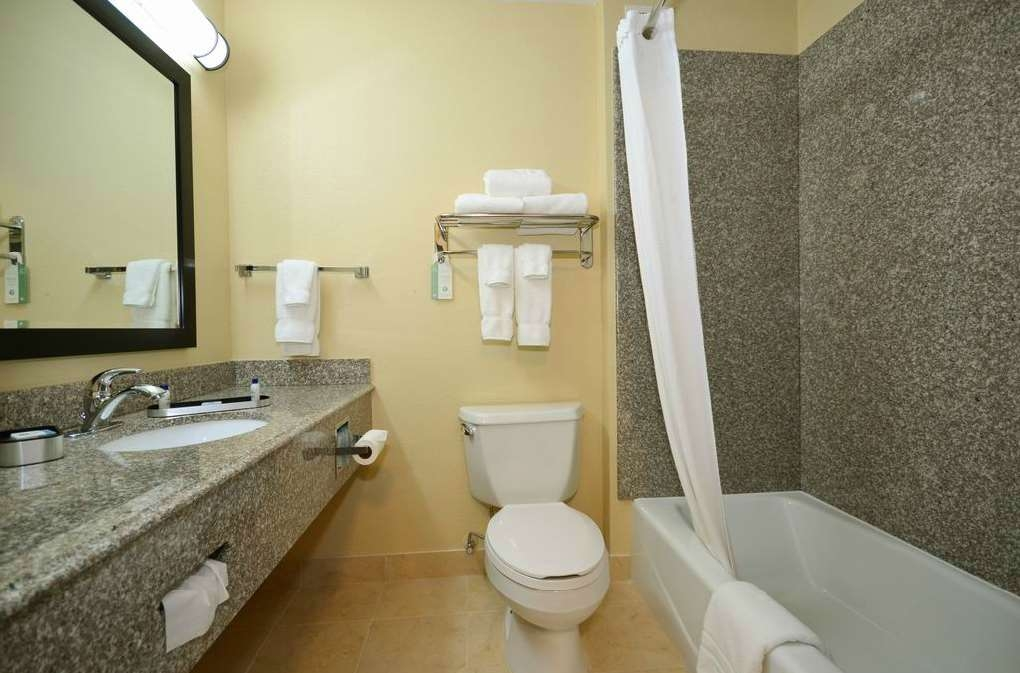 Best Western Plus Kansas City Airport-KCI East - Baño