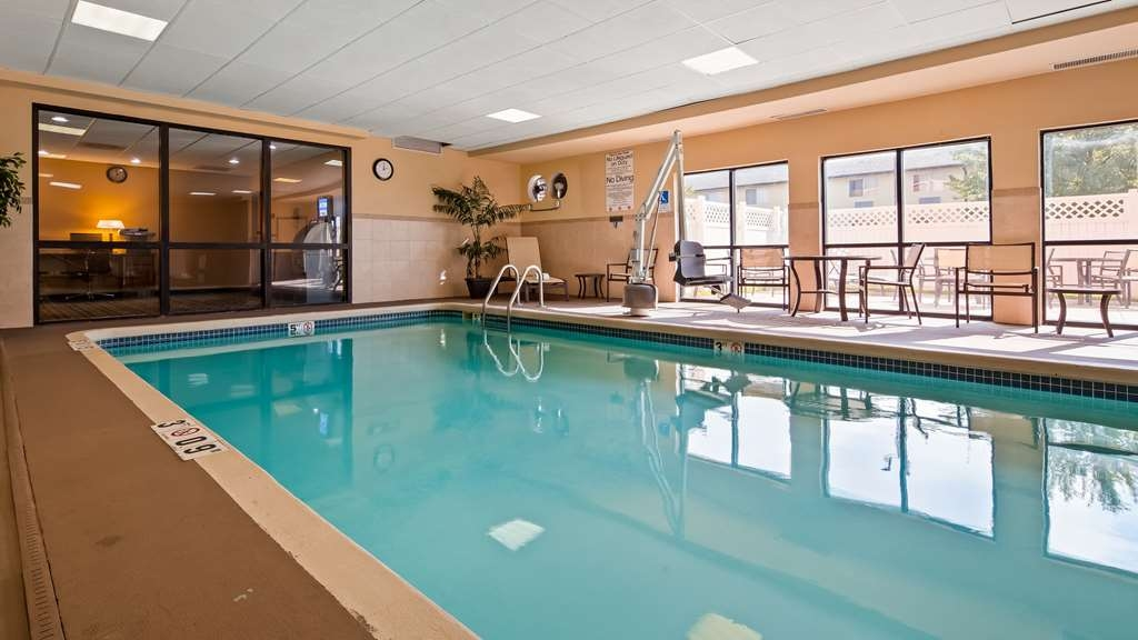 Best Western Plus Kansas City Airport-KCI East - Vista de la piscina