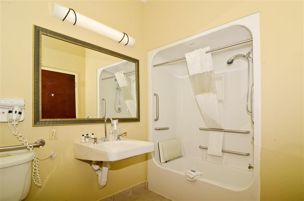 Best Western Plus Springfield Airport Inn - Bagno per disabili