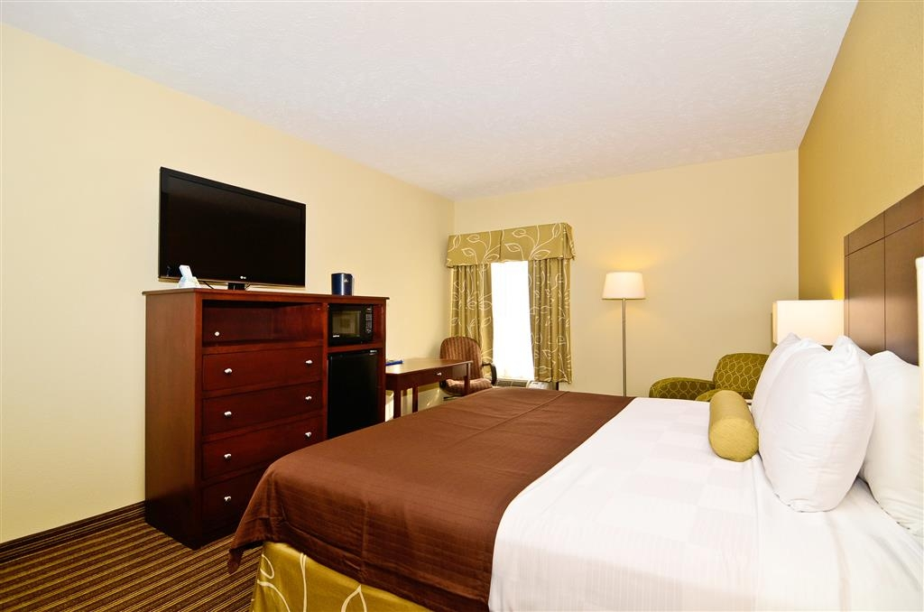 Best Western Plus Springfield Airport Inn - Sink into our comfortable beds each night and wake up feeling completely refreshed.