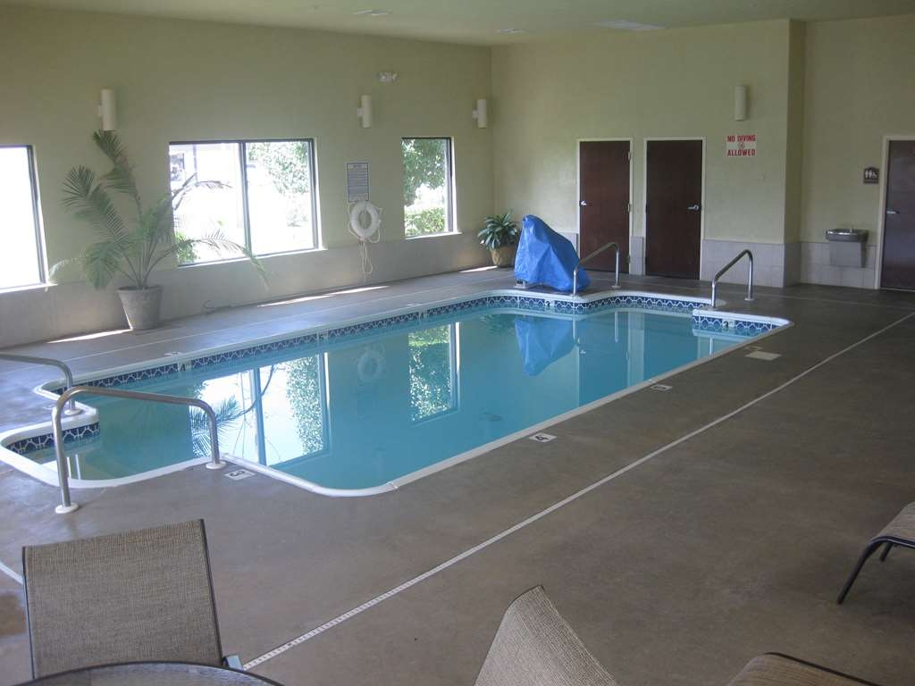 Best Western Plus Springfield Airport Inn - piscina coperta