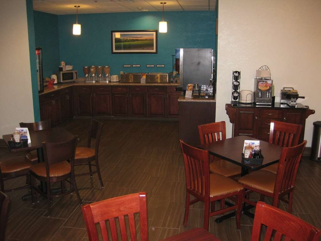 Best Western Plus Springfield Airport Inn - Frühstücksbuffet