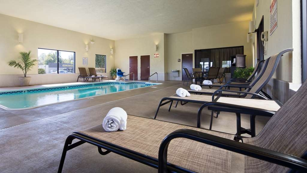 Best Western Plus Springfield Airport Inn - Vista de la piscina