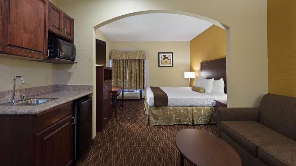 Best Western Plus Springfield Airport Inn - Guest room.