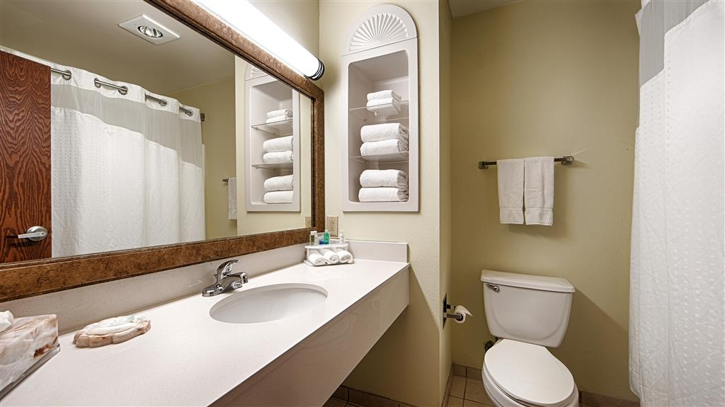 Best Western Plus Sikeston - Enjoy getting ready in our guest bathrooms