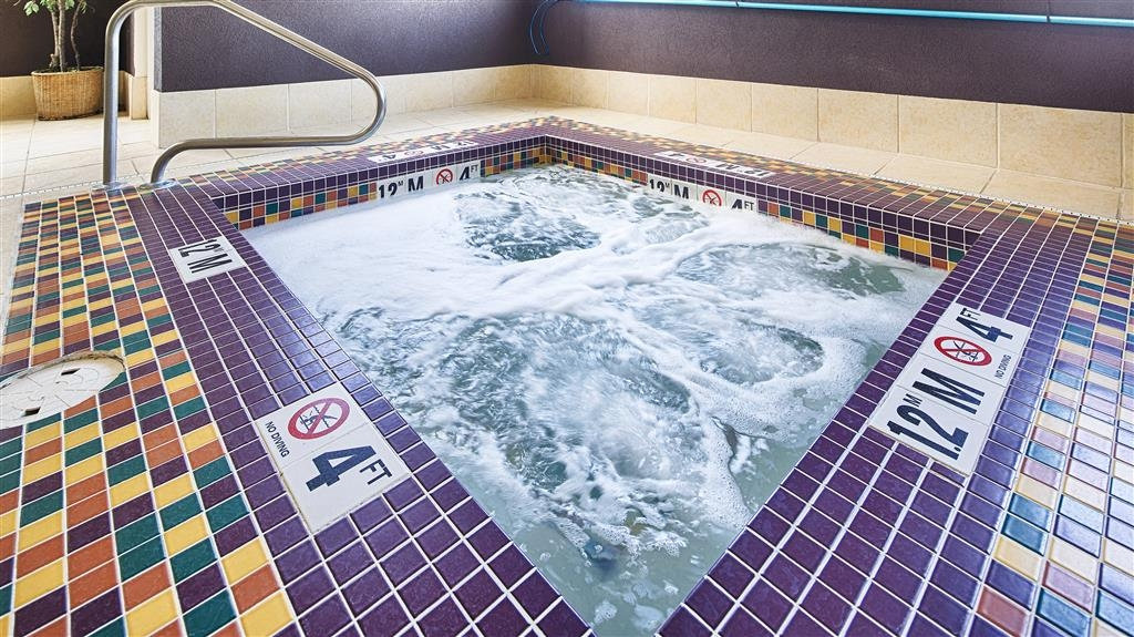 Best Western Plus Washington Hotel - Visit our hot tub to rejuvenate after a long day of travel.
