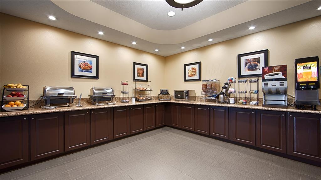 Best Western Plus Washington Hotel - With so many items to choose from each morning, you are sure to fulfill your appetite with our complimentary full breakfast.