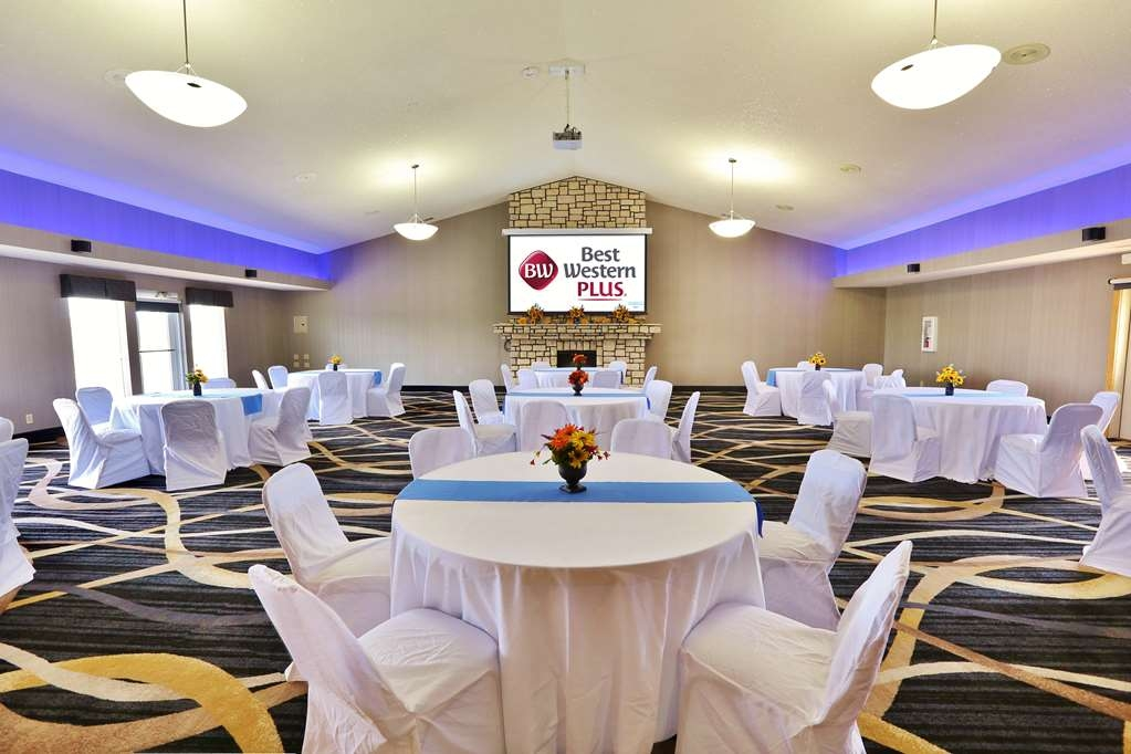 Best Western Plus Washington Hotel - The Main Hall can accommodate large groups up to 120 guests with table and seating arrangements for weddings and receptions and more.