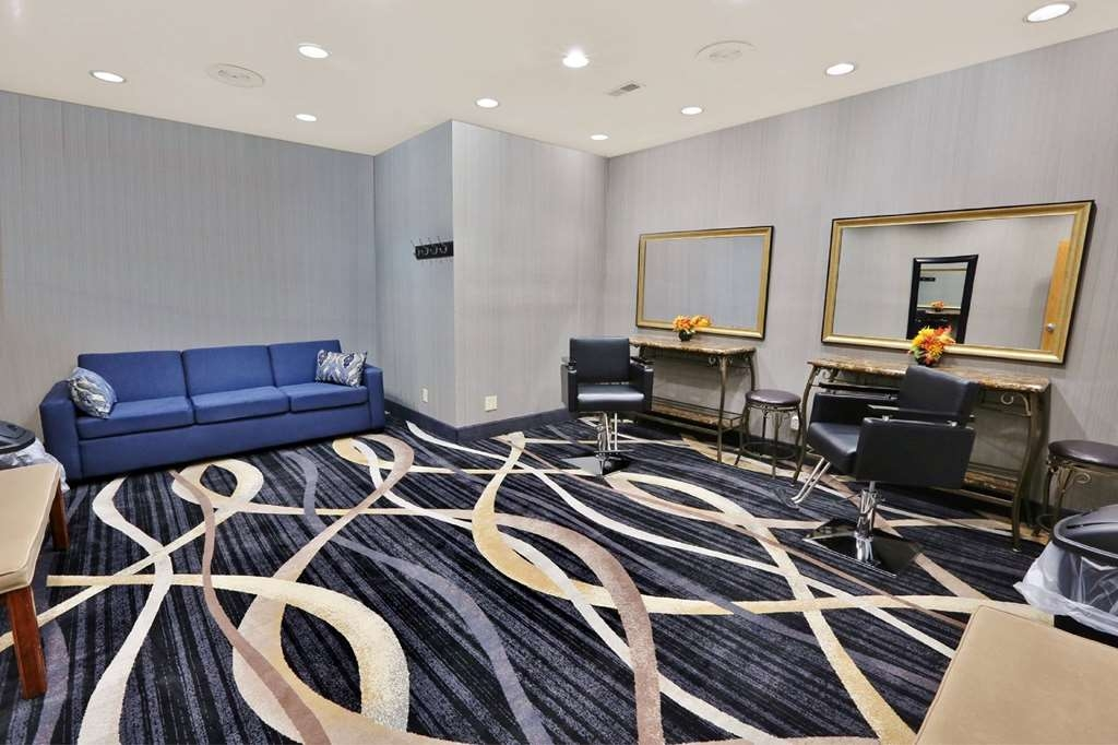 Best Western Plus Washington Hotel - Our Ready Room, located in the banquet and conference center, is designed for bridal parties that need extra space to prepare for the wedding.