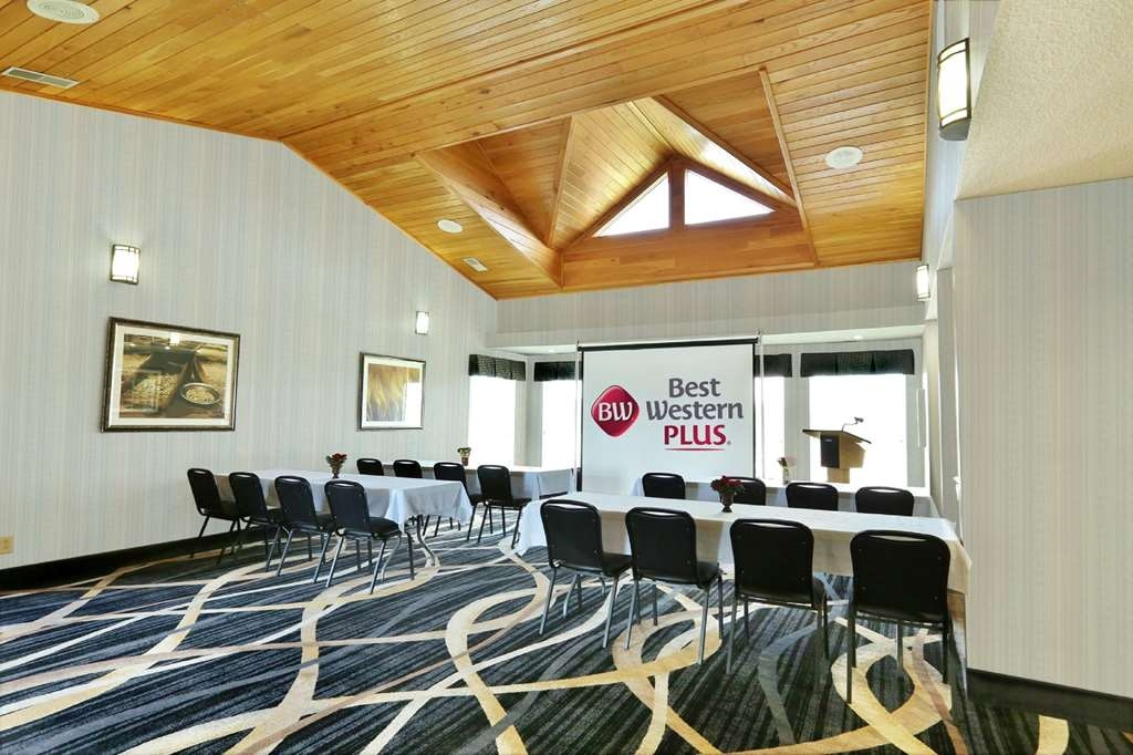 Best Western Plus Washington Hotel - The Lobby is a smaller meeting room in our banquet hall, suitable for corporate or party groups of up to 48.