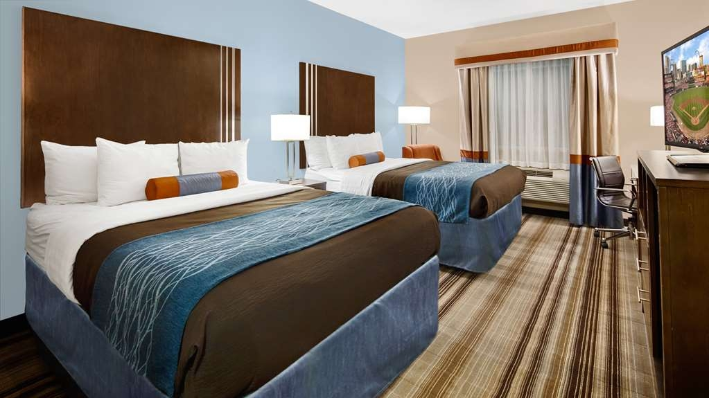 Best Western Plus Washington Hotel - Bring your whole family along and book a two queen guest room.
