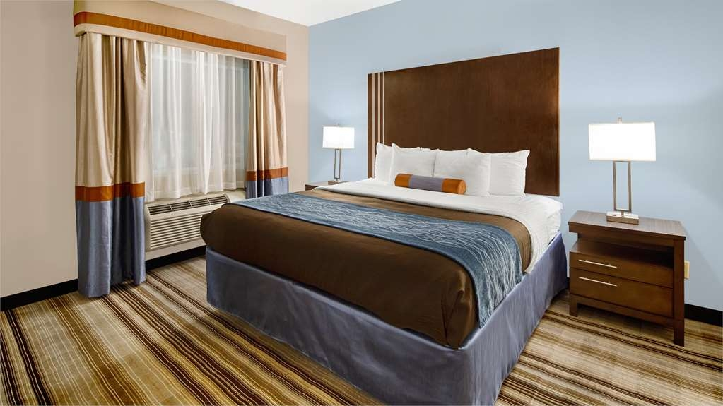 Best Western Plus Washington Hotel - Staying awhile? Try our king suite with separate bedroom and separate living room with sofa bed.