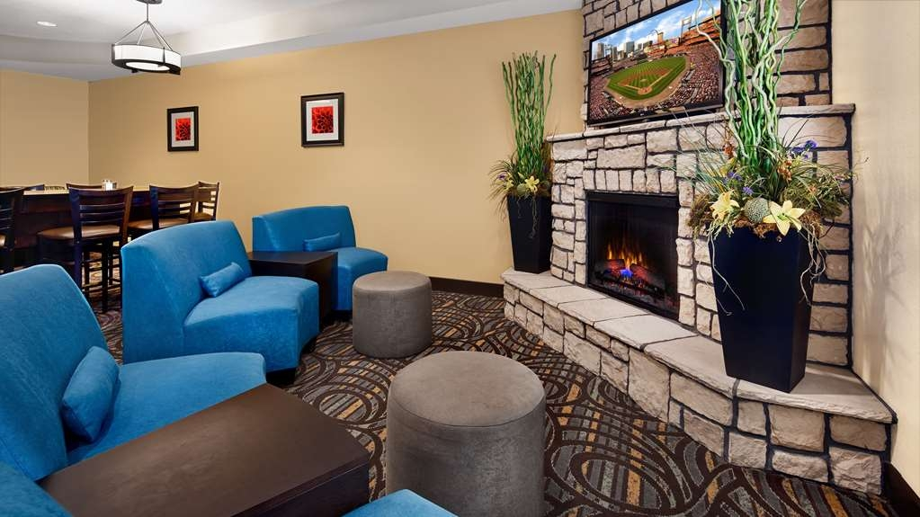 Best Western Plus Washington Hotel - Common area for light socializing, watch TV, or just relax by the fireplace.
