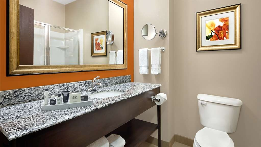 Best Western Plus Washington Hotel - Pamper yourself in our luxurious guest bathrooms.