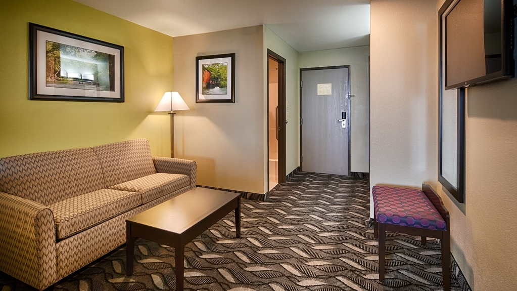 Best Western Mt. Vernon Inn - Enjoy a little extra sitting room in our King Guest Room with a Sofa