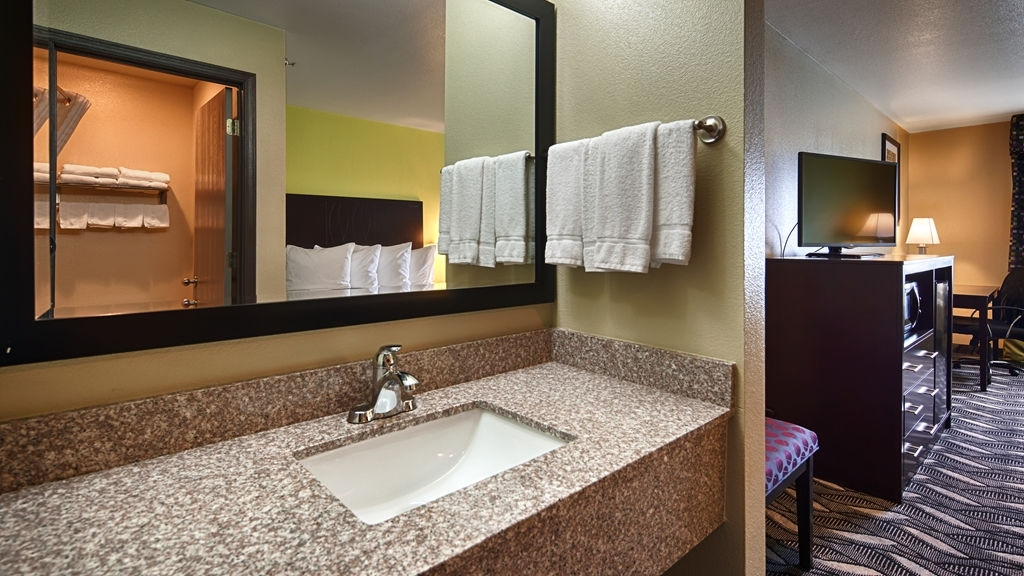 Best Western Mt. Vernon Inn - Enjoy getting ready in our Guest bathrooms