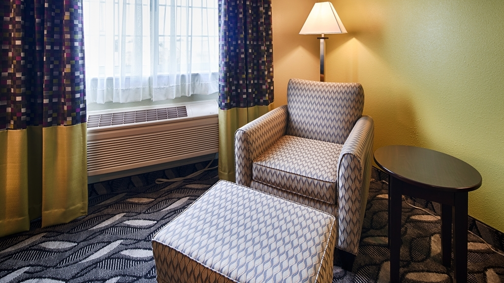 Best Western Mt. Vernon Inn - Enjoy a little extra sitting space in our guest rooms