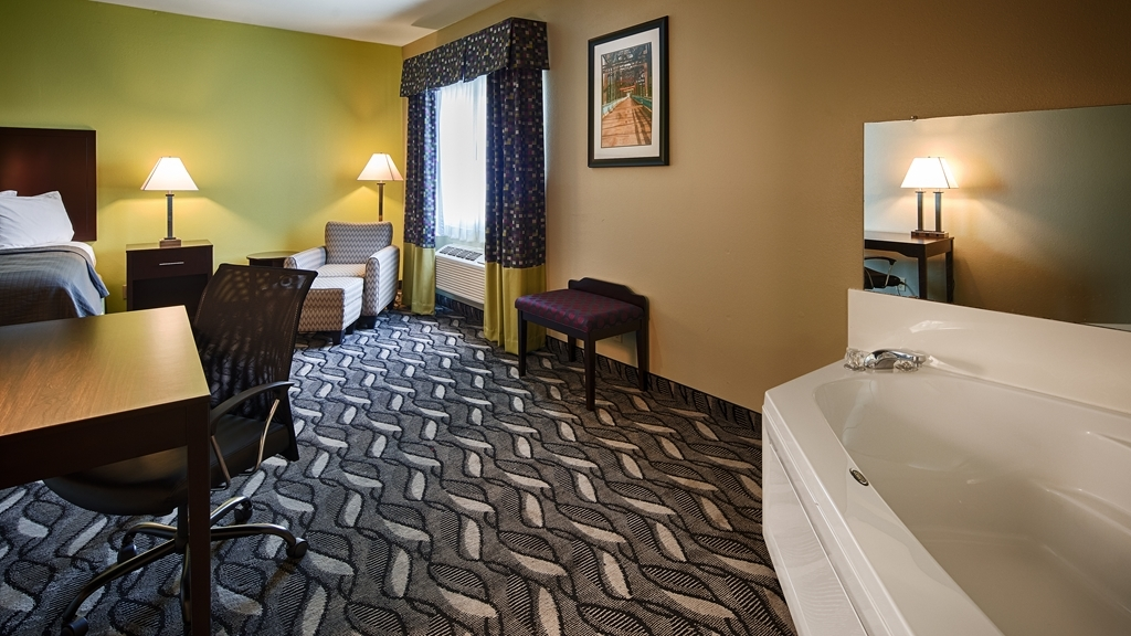 Best Western Mt. Vernon Inn - Relax and enjoy your night in our King Bed Guest Room with Jacuzzi®