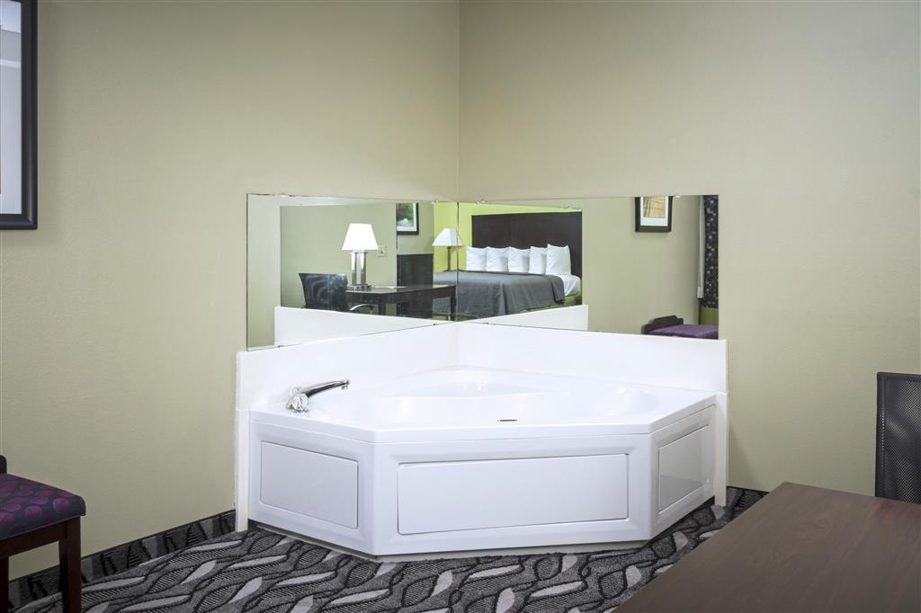 Best Western Mt. Vernon Inn - Enjoy a romantic getaway by treating yourself to a refreshing stay in our Jacuzzi® room.