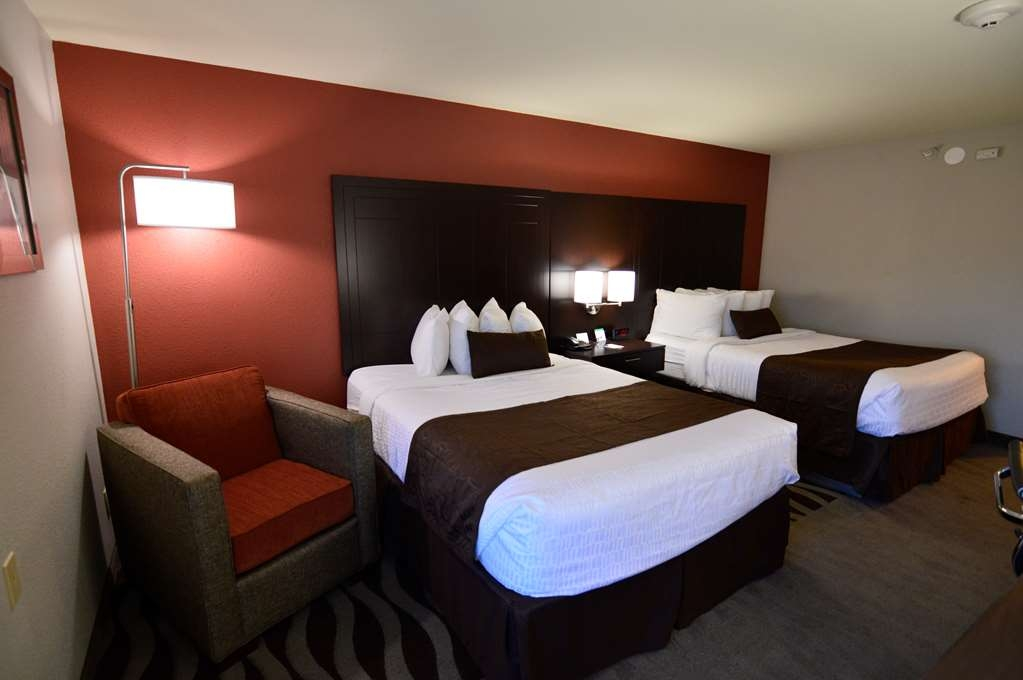 Best Western Plus Lee's Summit Hotel & Suites - Stretch out and relax in our Two Queen Bed Guest Room