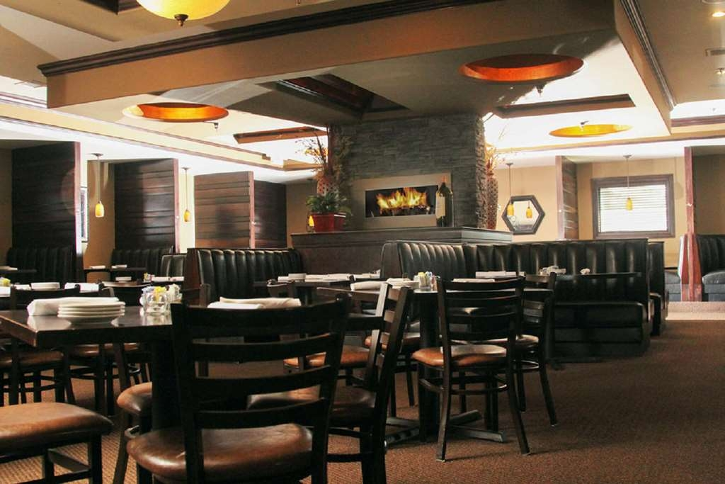 Best Western Plus Lee's Summit Hotel & Suites - Summit Grill is Steps Away from Hotel - Restaurant and Bar in Parking Lot