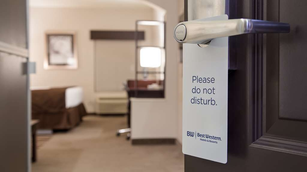 Best Western Plus Lee's Summit Hotel & Suites - We're the perfect place to get some rest.