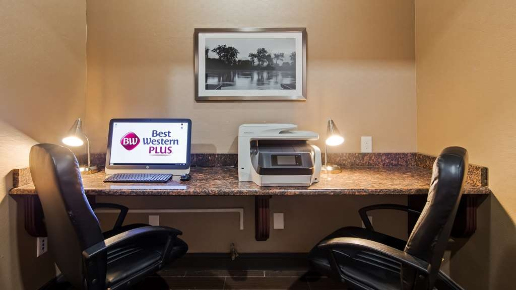 Best Western Plus Lee's Summit Hotel & Suites - Stay connected in our business center.