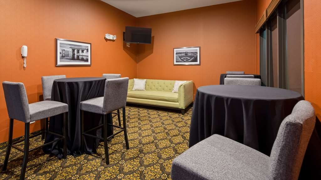 Best Western Plus Lee's Summit Hotel & Suites - We have a variety of rooms for gatherings.