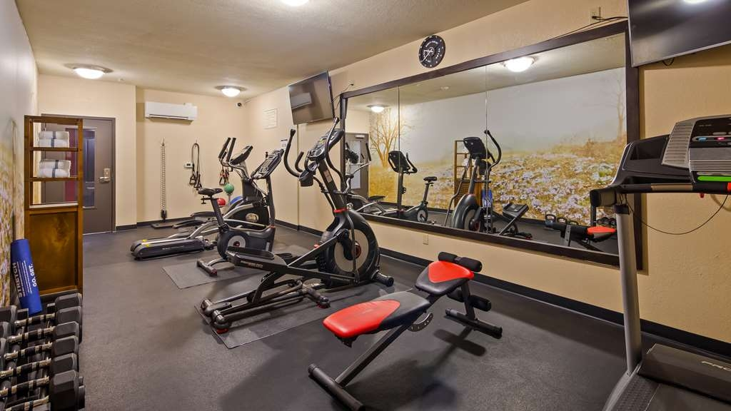 Best Western Plus Lee's Summit Hotel & Suites - Burn off breakfast in the fitness center.