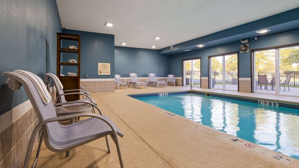 Best Western Plus Lee's Summit Hotel & Suites - Take a dip in our indoor pool.