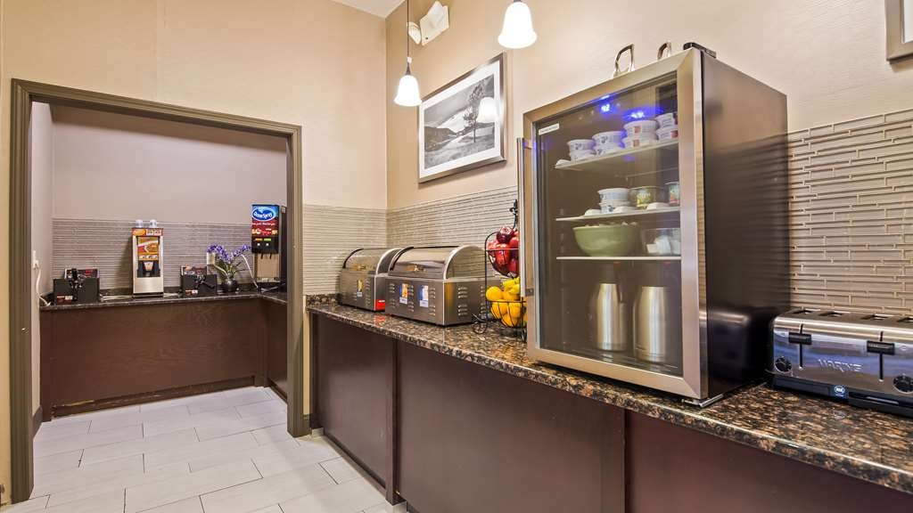Best Western Plus Lee's Summit Hotel & Suites - We have a variety of options for you to start your day.