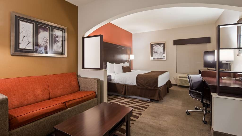 Best Western Plus Lee's Summit Hotel & Suites - Live in luxury in our King Suite