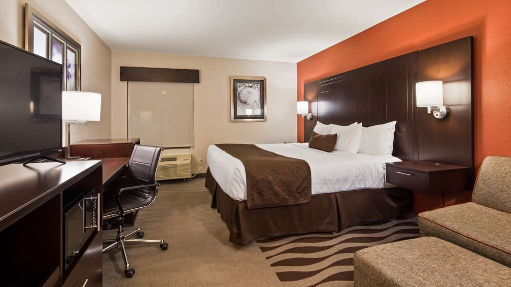 Best Western Plus Lee's Summit Hotel & Suites - Make yourself at home in our King Bed Guest Room.
