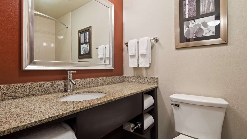 Best Western Plus Lee's Summit Hotel & Suites - We take pride in making everything spotless for your arrival.