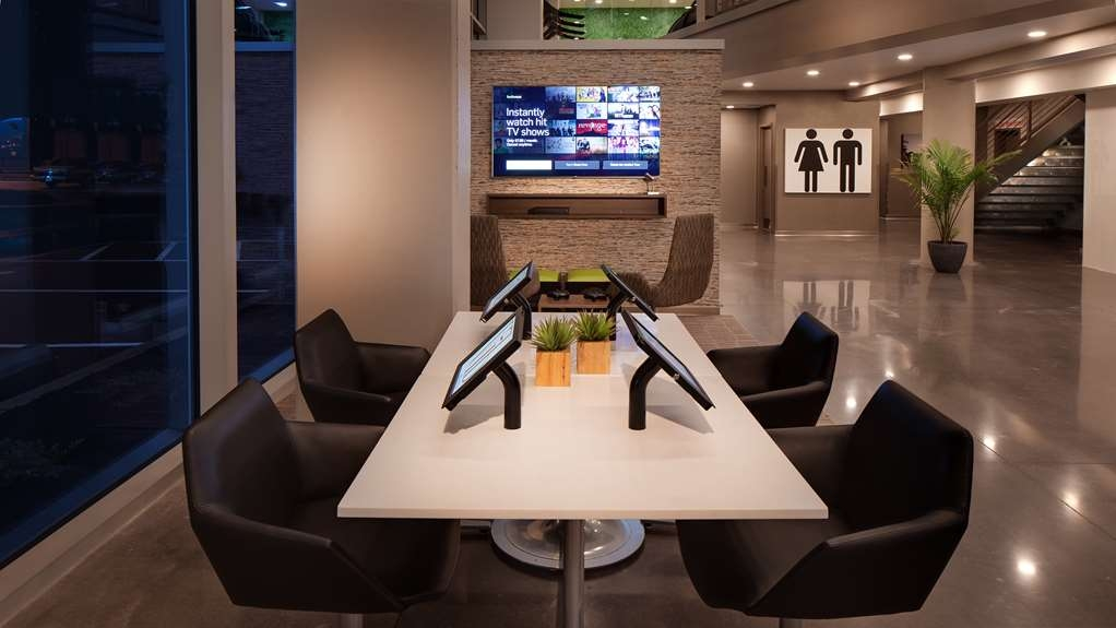 Vib Best Western Springfield - Hang out in our hotel lobby to socialize, stay connected and dine at our grab n go stations.
