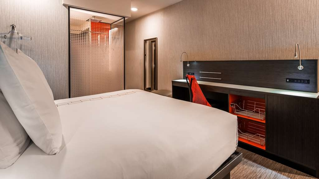 Vib Best Western Springfield - Spend a special night together in our king premium room equipped with flat screen TV, work desk, free Wifi and rainshower.