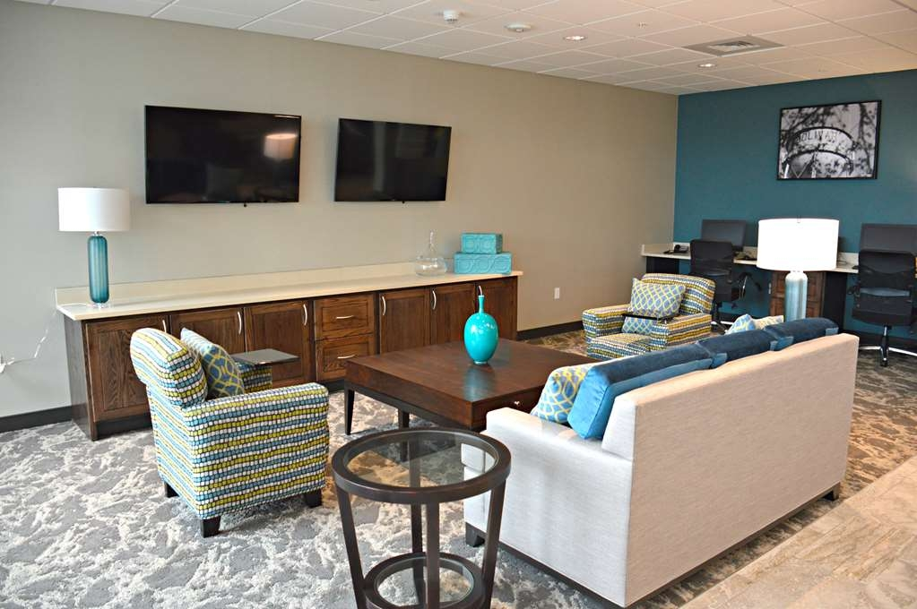 Best Western Plus Bolivar Hotel & Suites - Lobby Seating and Media Center