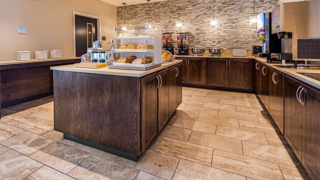 Best Western Plus Bolivar Hotel & Suites - Complimentary Full Hot Breakfast Buffet