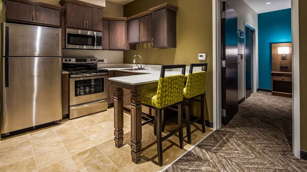 Best Western Plus Bolivar Hotel & Suites - King Guest Suite Full Kitchen