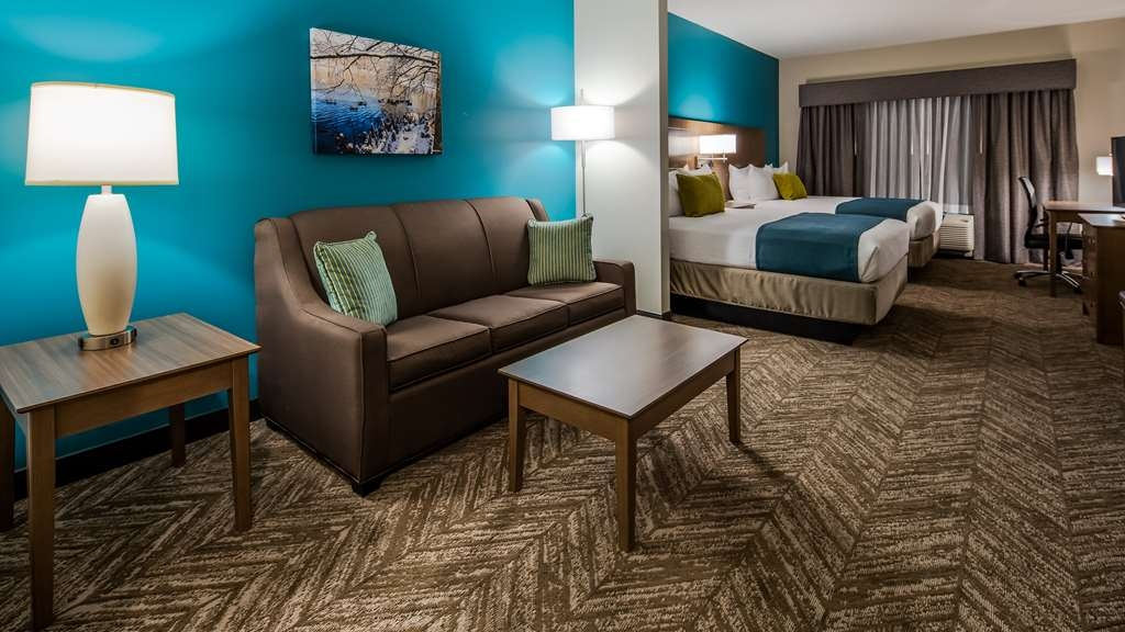 Best Western Plus Bolivar Hotel & Suites - Mobility Accessible King Suite