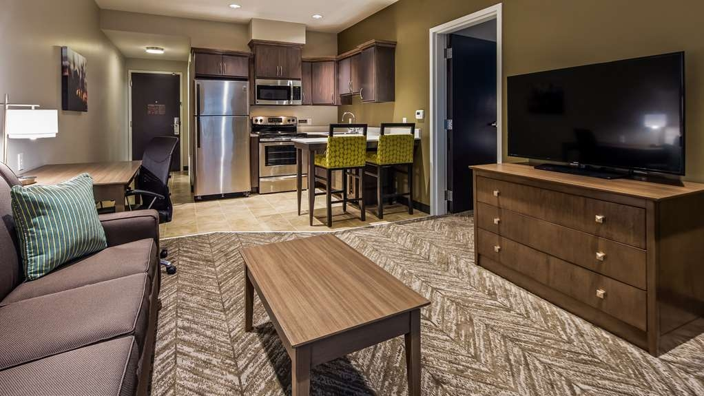 Best Western Plus Bolivar Hotel & Suites - King Guest Suite with Full Kitchen