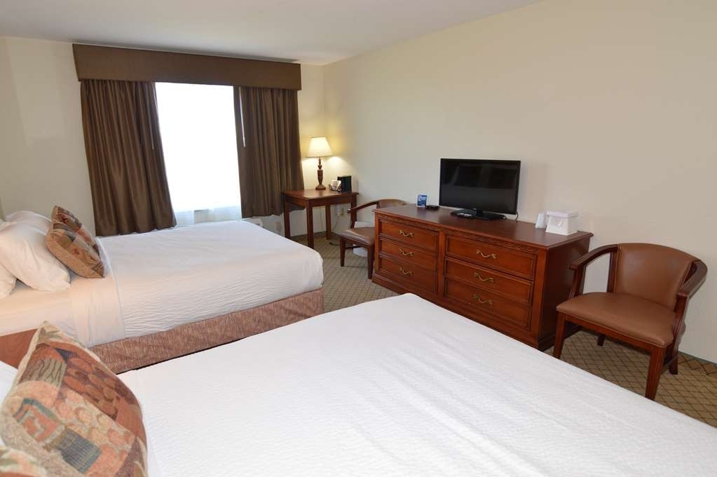 Crown Pointe Lodge, BW Signature Collection - Pull back the covers, hop in and catch your favorite TV show in our Standard Double Queen Bedroom.