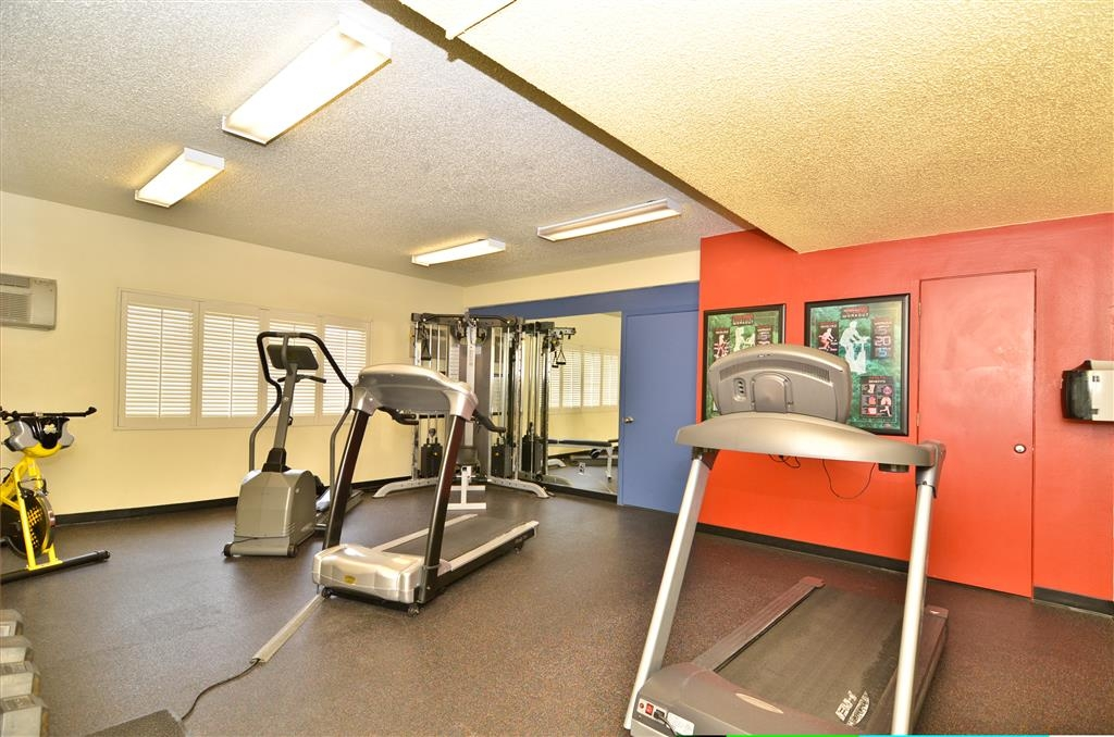 Best Western Plus Clocktower Inn - Two treadmills, free weights, cable system, elliptical and a bike.