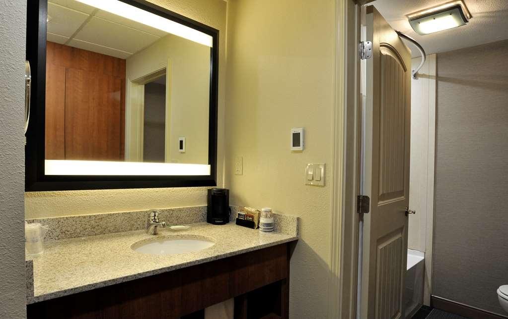 Best Western Plus Clocktower Inn - Standard King Bathroom